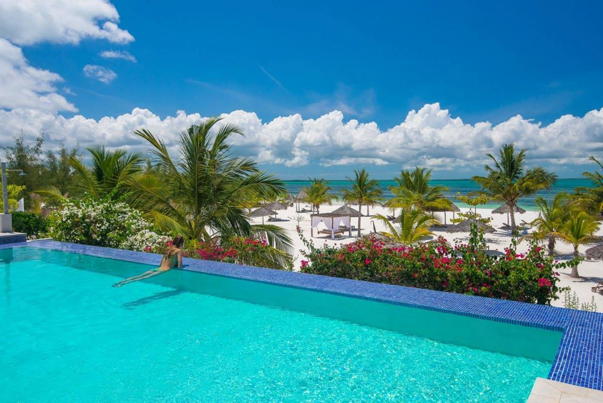 Konokono Beach Resort – Basen i plaża
