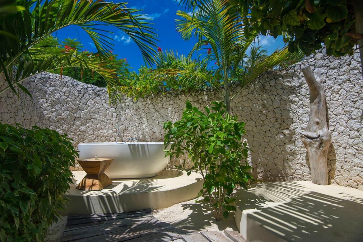 White Sand Luxury Villas & Spa – Łazienka Open Air