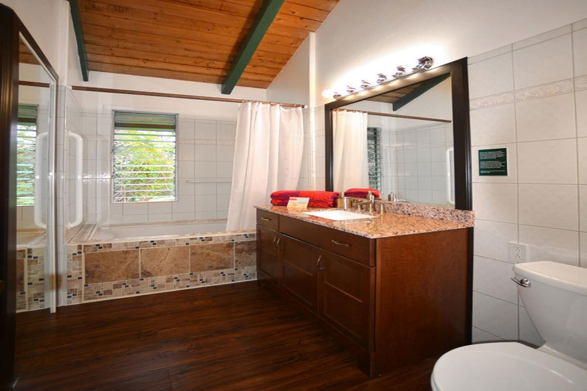 Kauai Country Inn – Yellow Ginger Suite