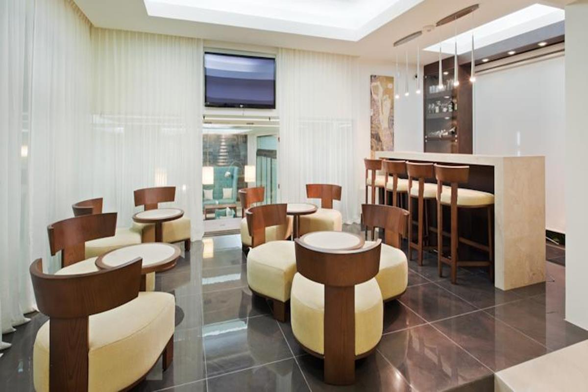 Wyndham Garden Cancun Downtown – Bar