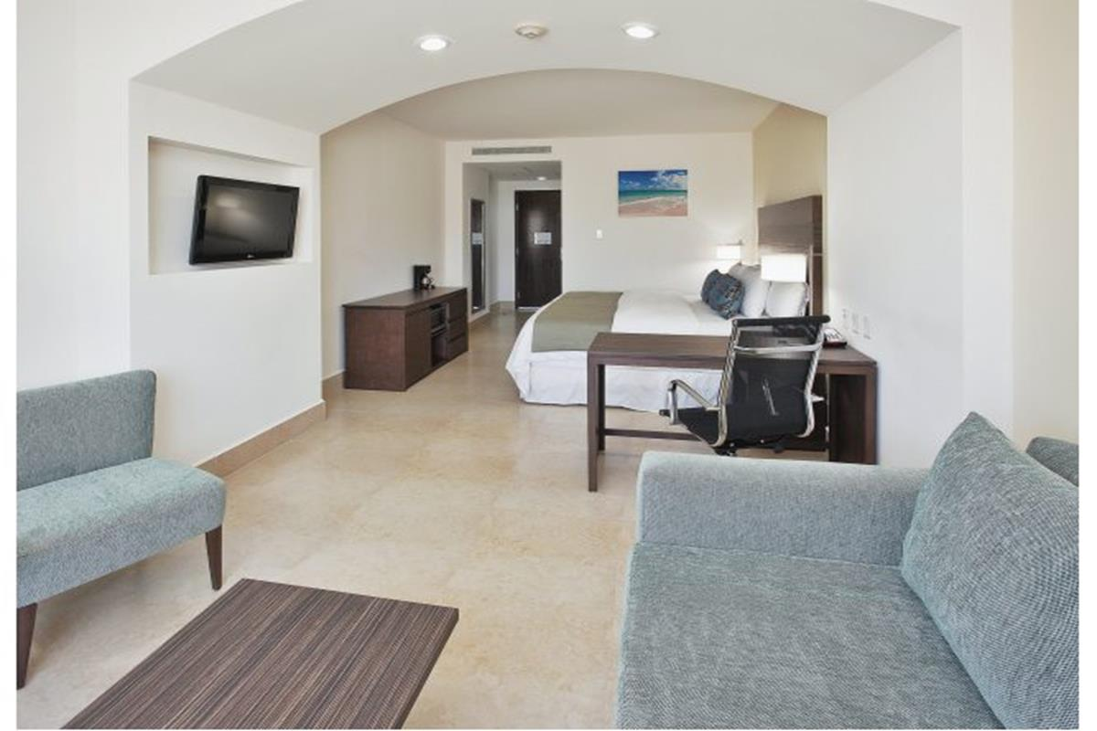Wyndham Garden Cancun Downtown – King Bedroom