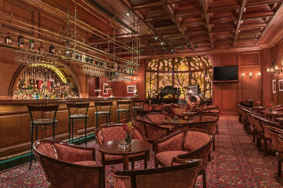 Manila Hotel – Bar Tap Room