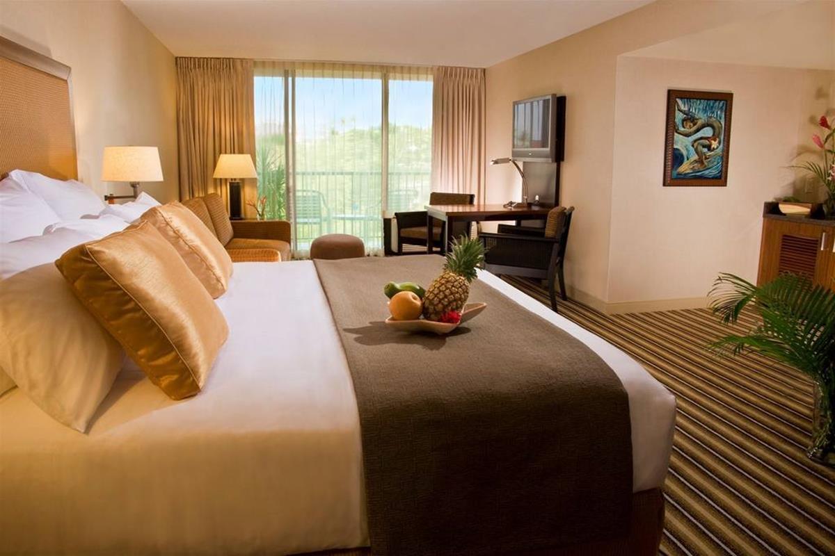 Maui Coast Hotel – Junior King Suite
