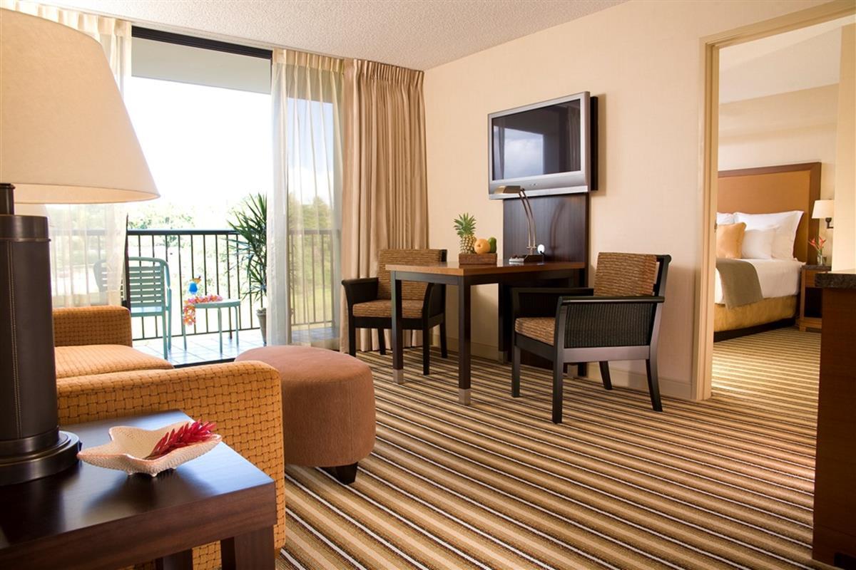 Maui Coast Hotel – One Bedroom Suite