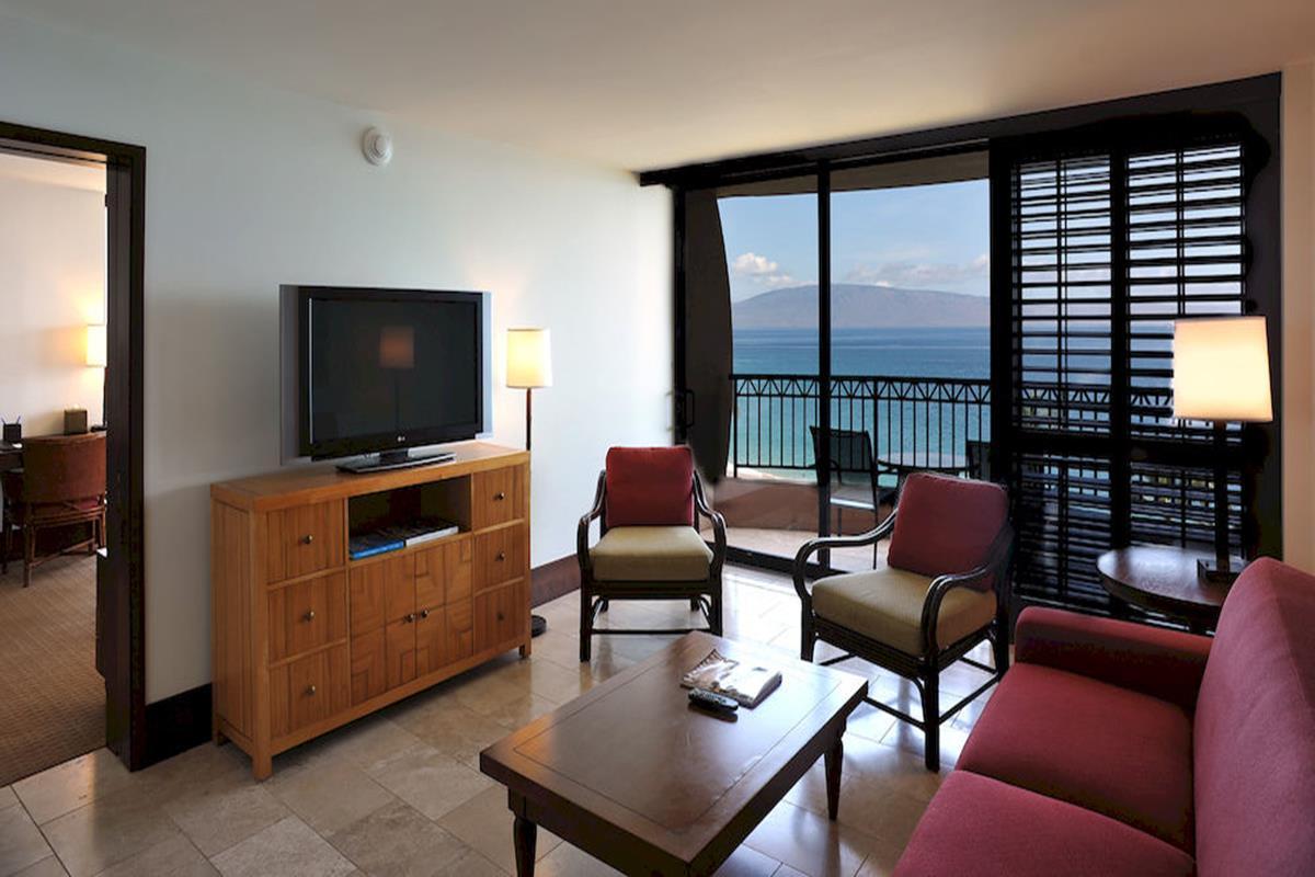 Royal Lahaina Resort – Oceanfront Lanai Suite
