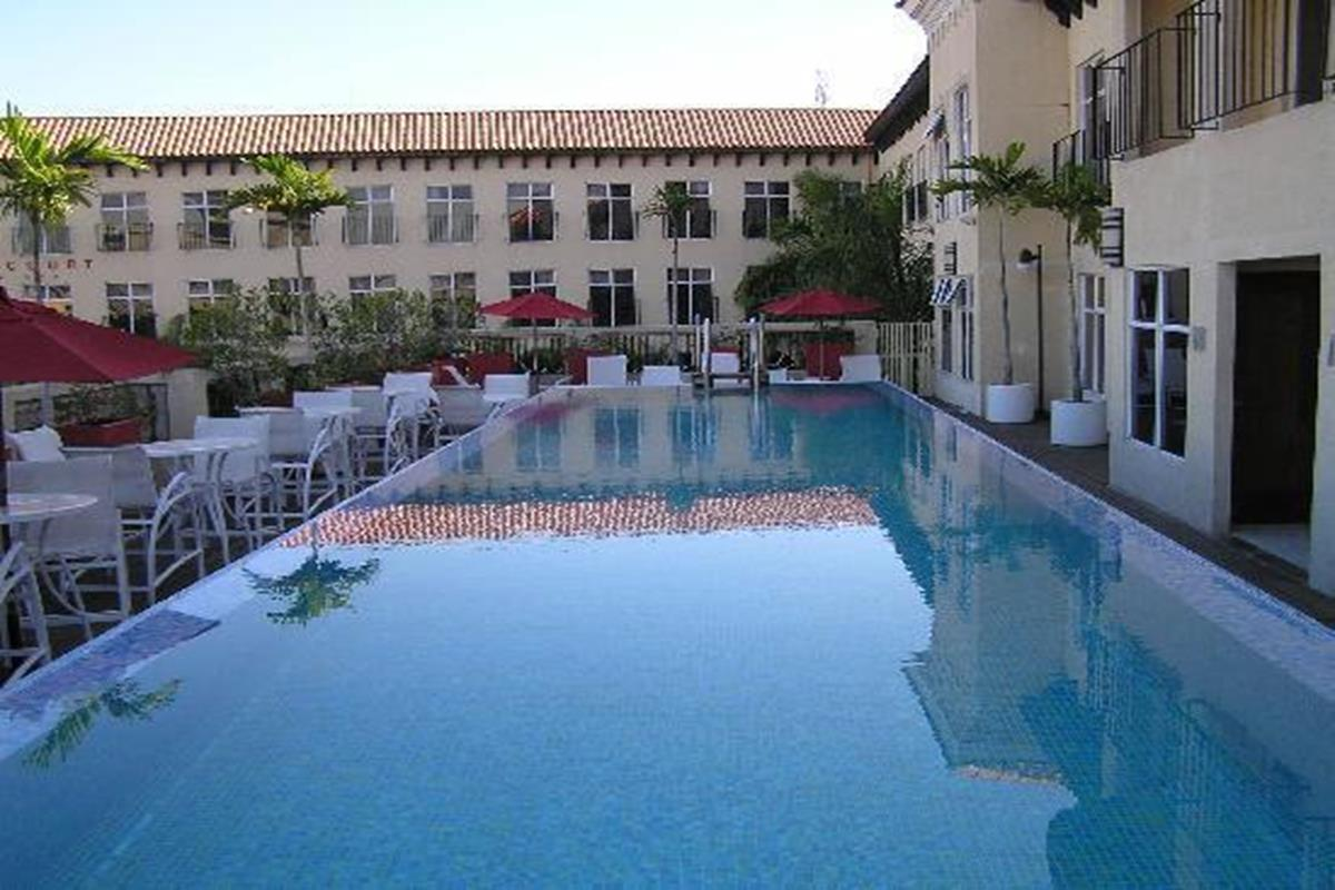 Spanish Court Hotel – Basen