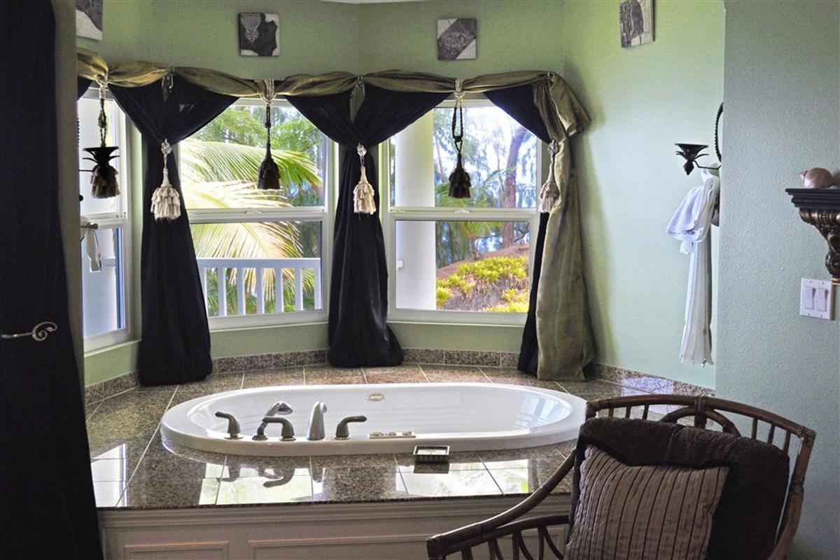 The Palms Cliff House Inn – Hawaiian Views Suite