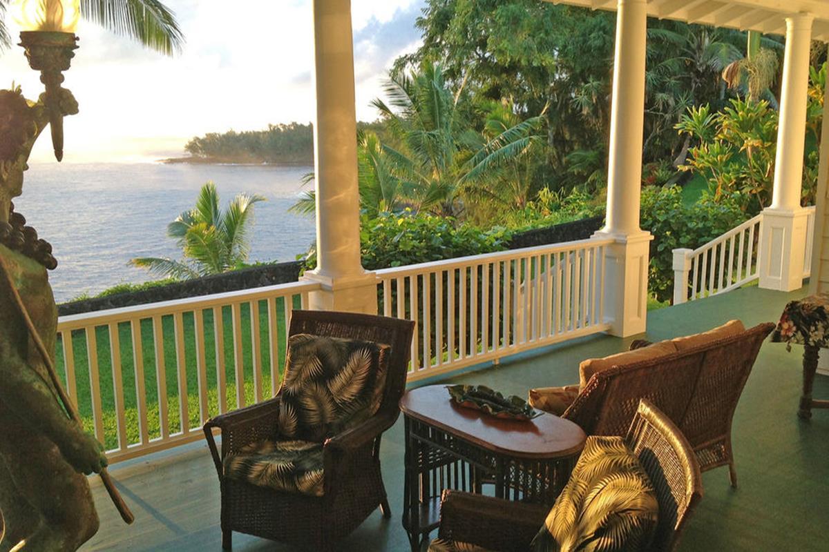 The Palms Cliff House Inn – Patio