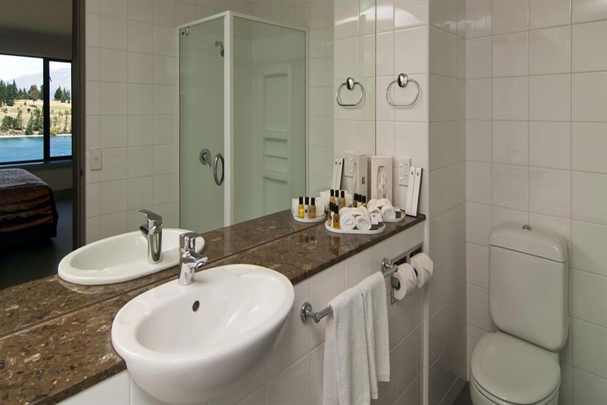 Copthorne Hotel & Resort Queenstown Lakefront – Łazienka