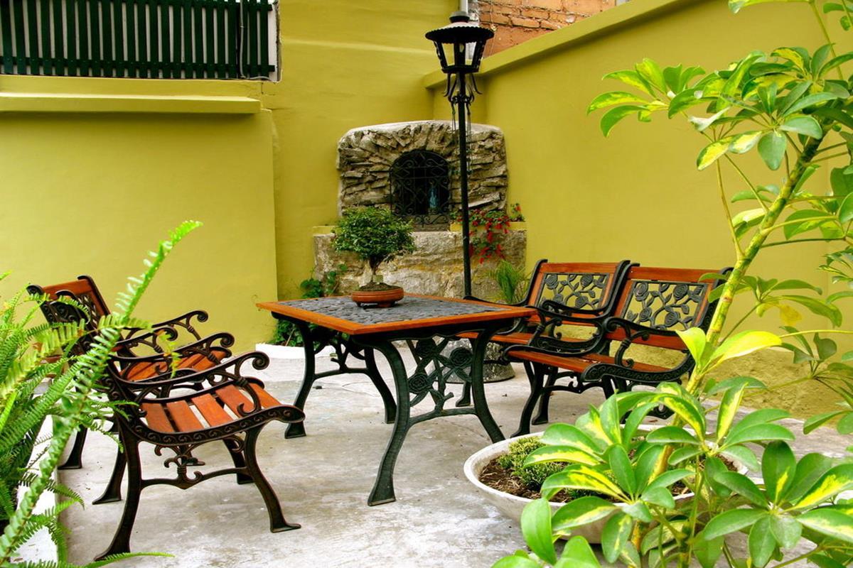 Hotel Cayman – Patio