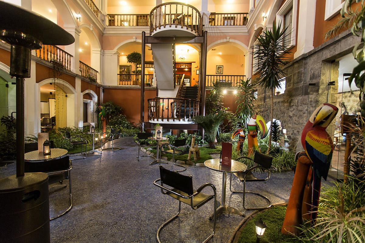 Patio Andaluz – Lobby