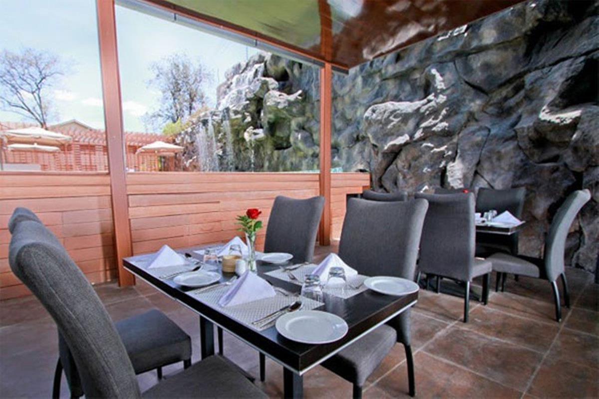 Royal Orchid Azure – Restauracja