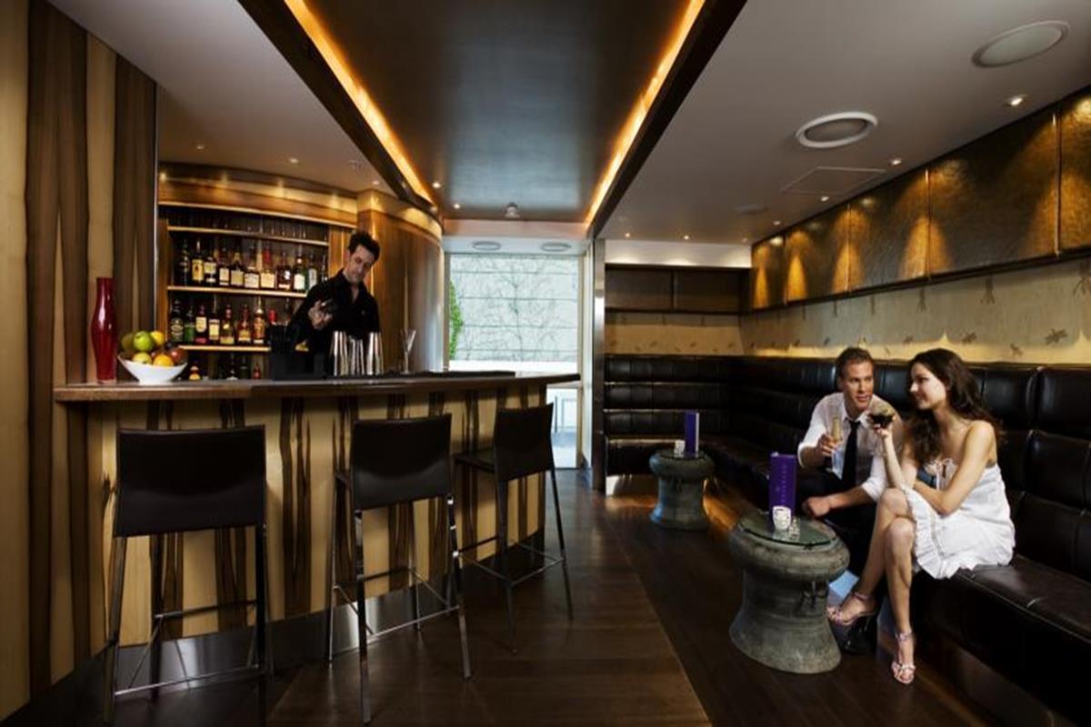 The Quadrant Hotel & Suites – Bar