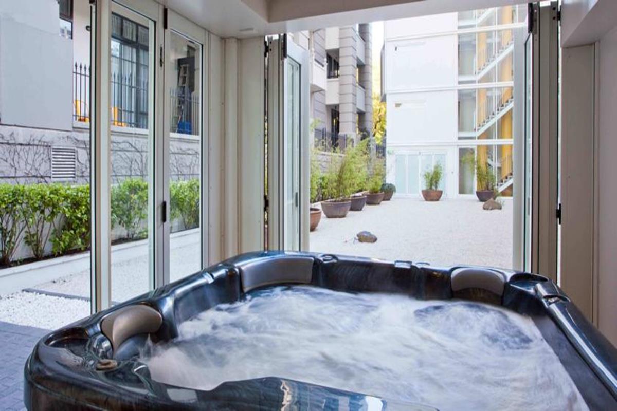The Quadrant Hotel & Suites – Jacuzzi