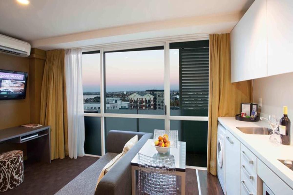 The Quadrant Hotel & Suites – Apartament typu Classic z sypialnią