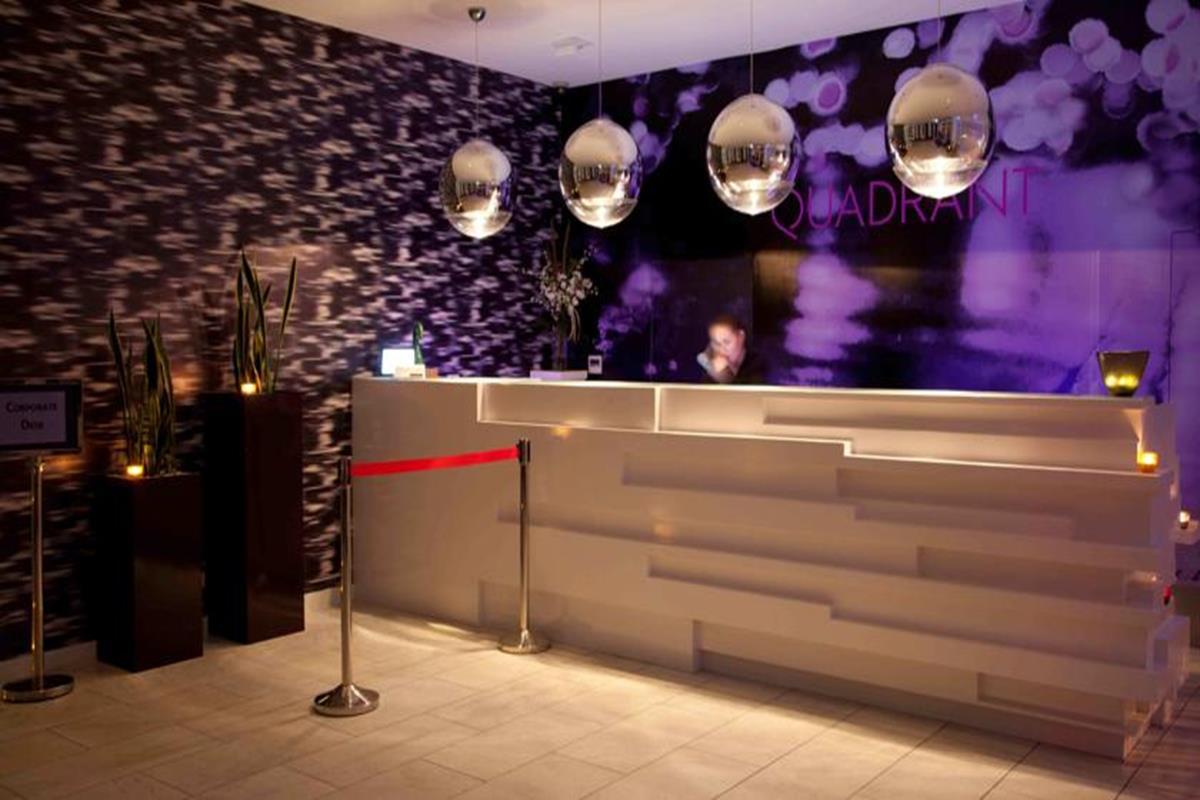 The Quadrant Hotel & Suites – Recepcja