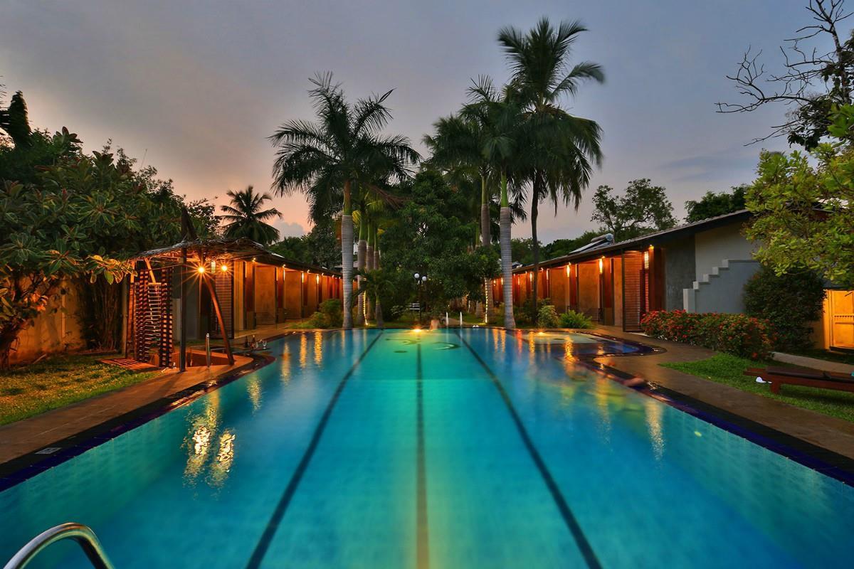 Chandrika Hotel – Basen