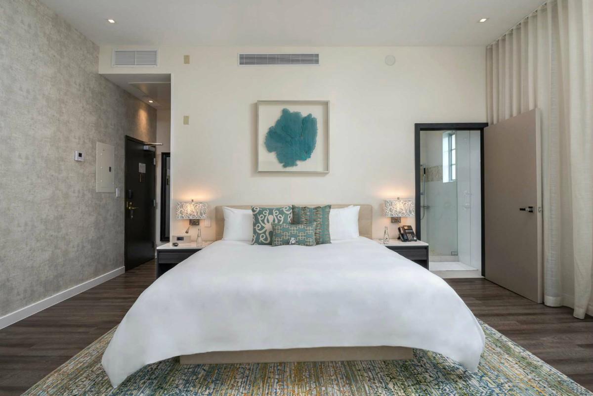 The Marlin – Premier Corner Suite