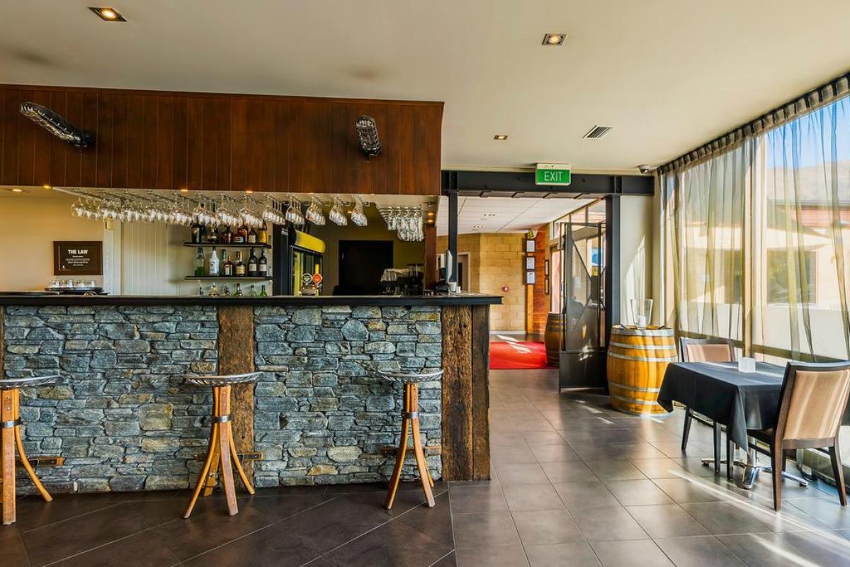 Mercure Oakridge Lake Wanaka – Bar