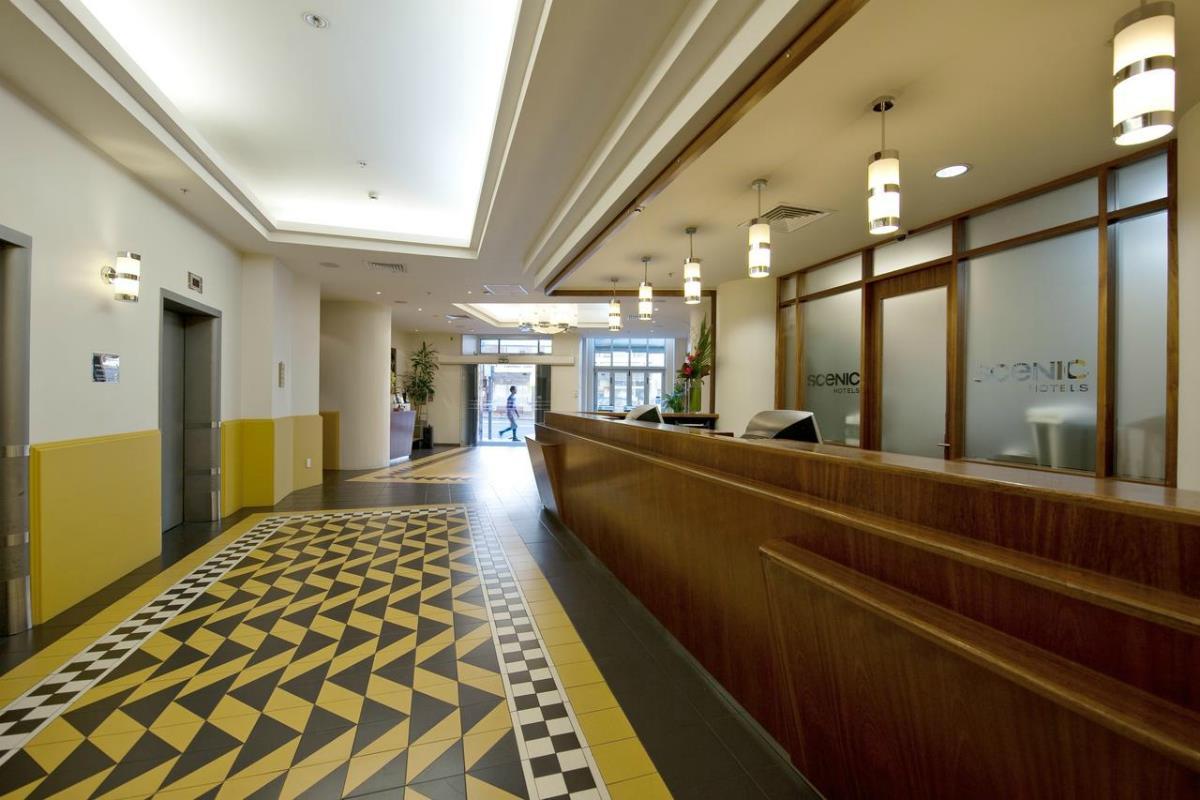 Scenic Hotel Auckland – Recepcja