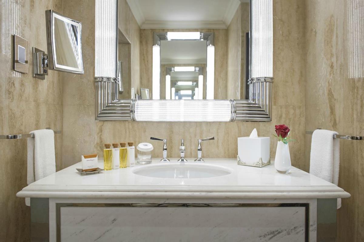 Waldorf Astoria – Łazienka w Apartamencie Królewskim