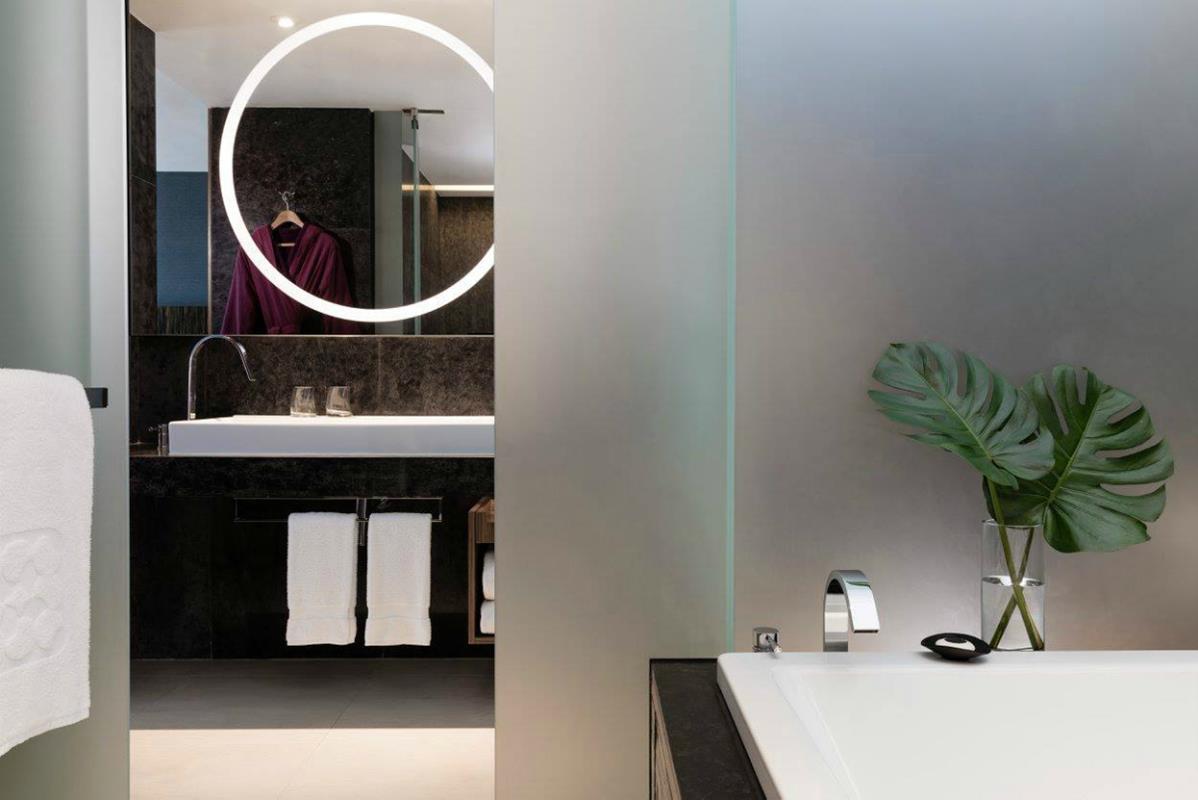 Icon Hotel – Łazienka w CLUB 65 Suite