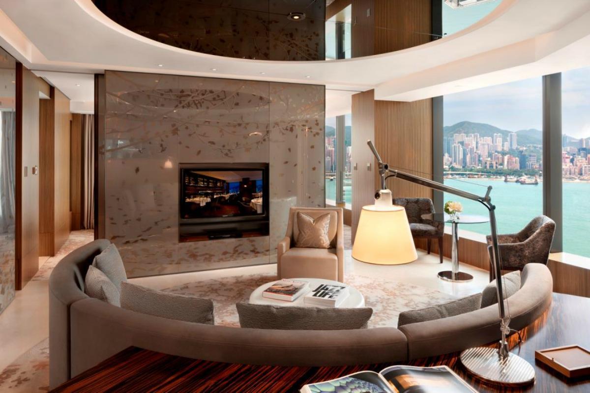 Icon Hotel – CLUB 80 Suite
