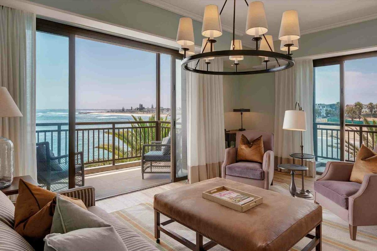 Strand Hotel – Luxury Suite Lounge