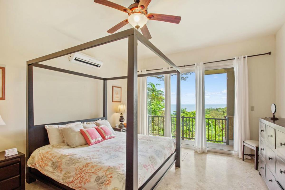 Red Frog Beach Island Resort – Suite
