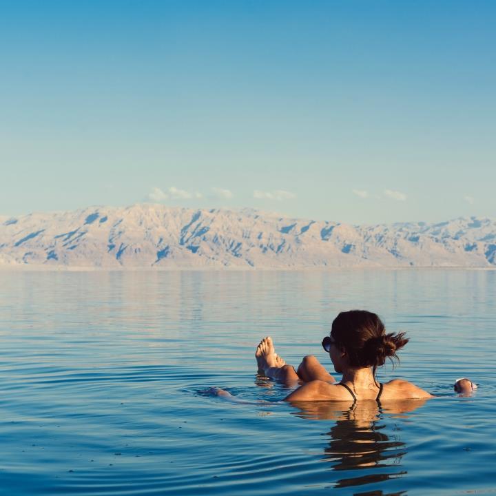Relaksująca kąpiel w Morzu Martwym