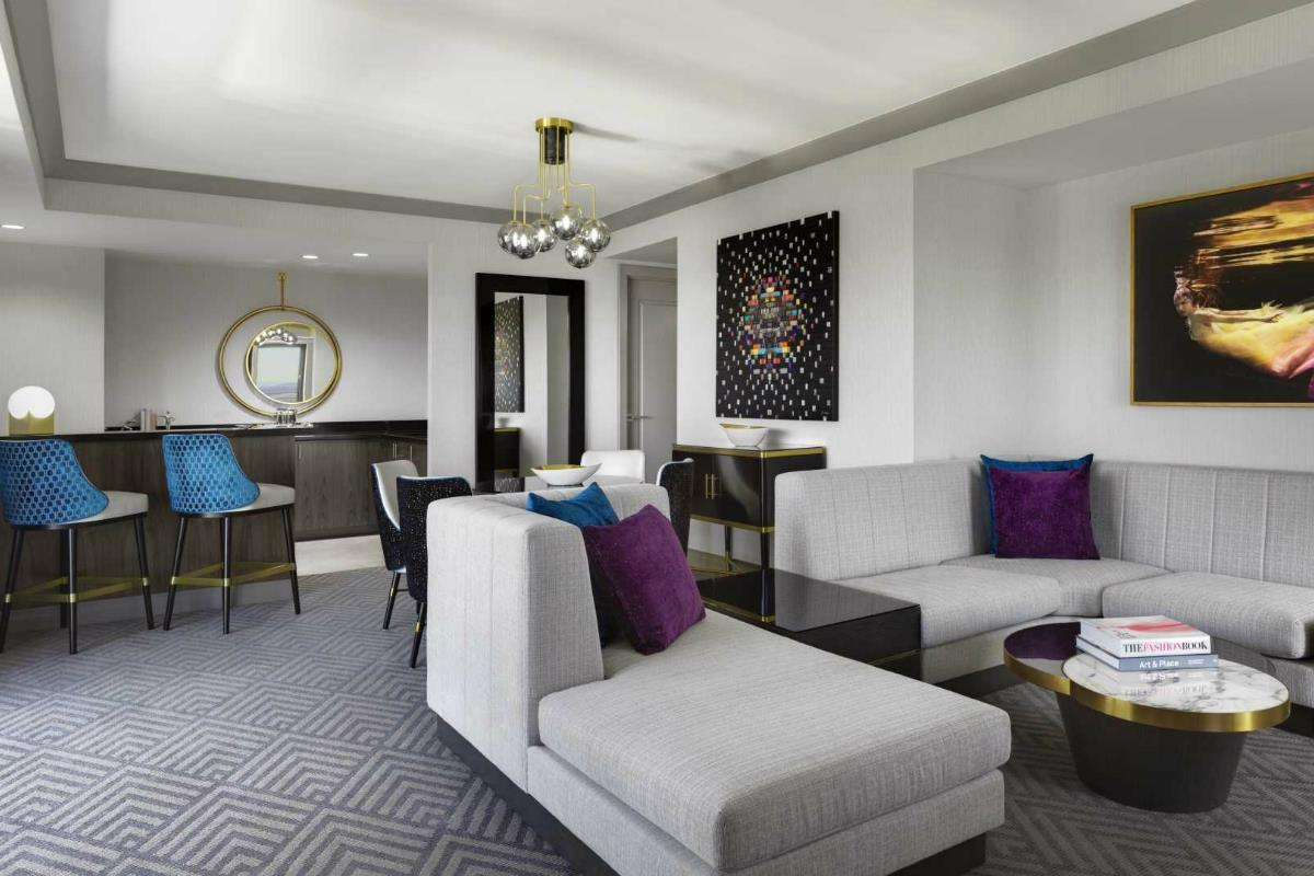 The Cosmopolitan – Wraparound Terrace Suite