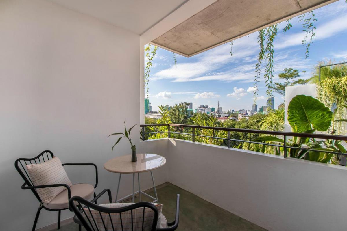 Penh House and Jungle – Suite z balkonem