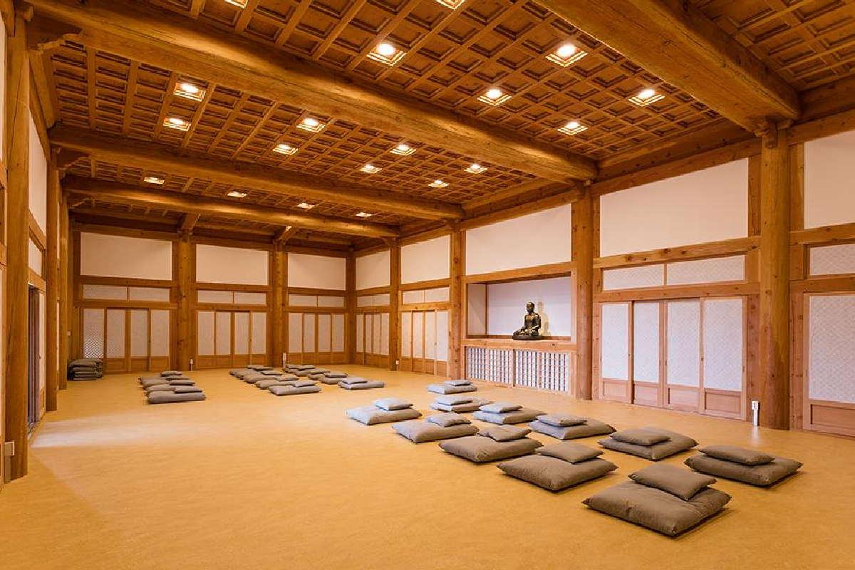 Świątynia buddyjska – Sala do medytacji
