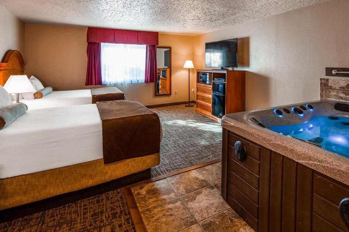 Best Western Bidarka Inn – Pokój z dwoma łóżkami typu Queen i jacuzzi