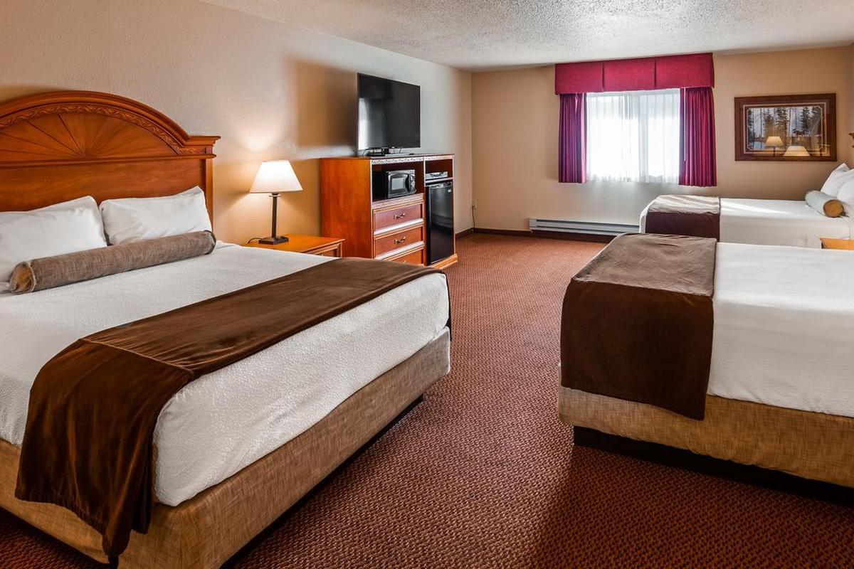 Best Western Bidarka Inn – Pokój z trzema łóżkami typu Queen