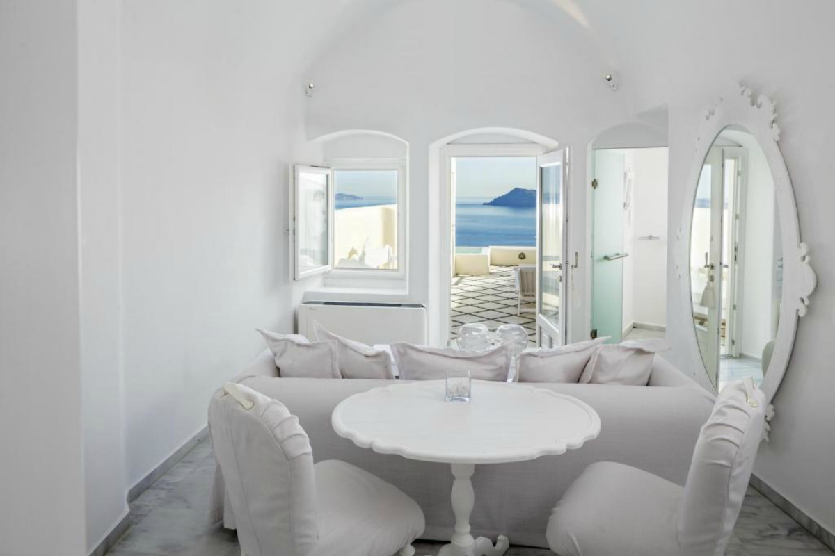 Canaves Oia Suites – Honeymoon Suite with Plunge Pool