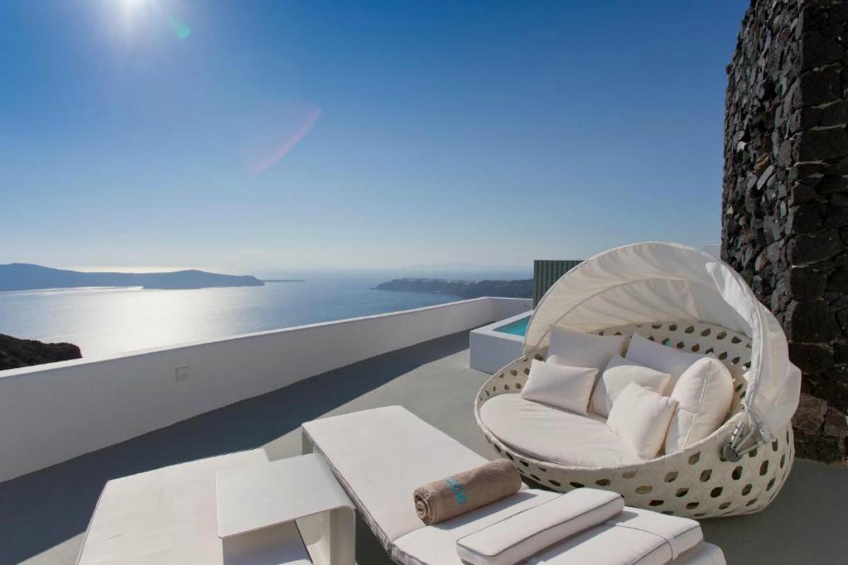 Grace Santorini – VIP Suite