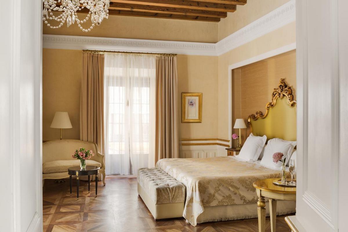Casa 1800 Sevilla – Premium Room with Patio