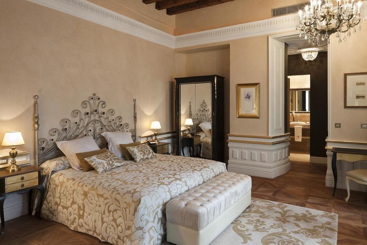Casa 1800 Sevilla – Suite with Terrace & Jacuzzi