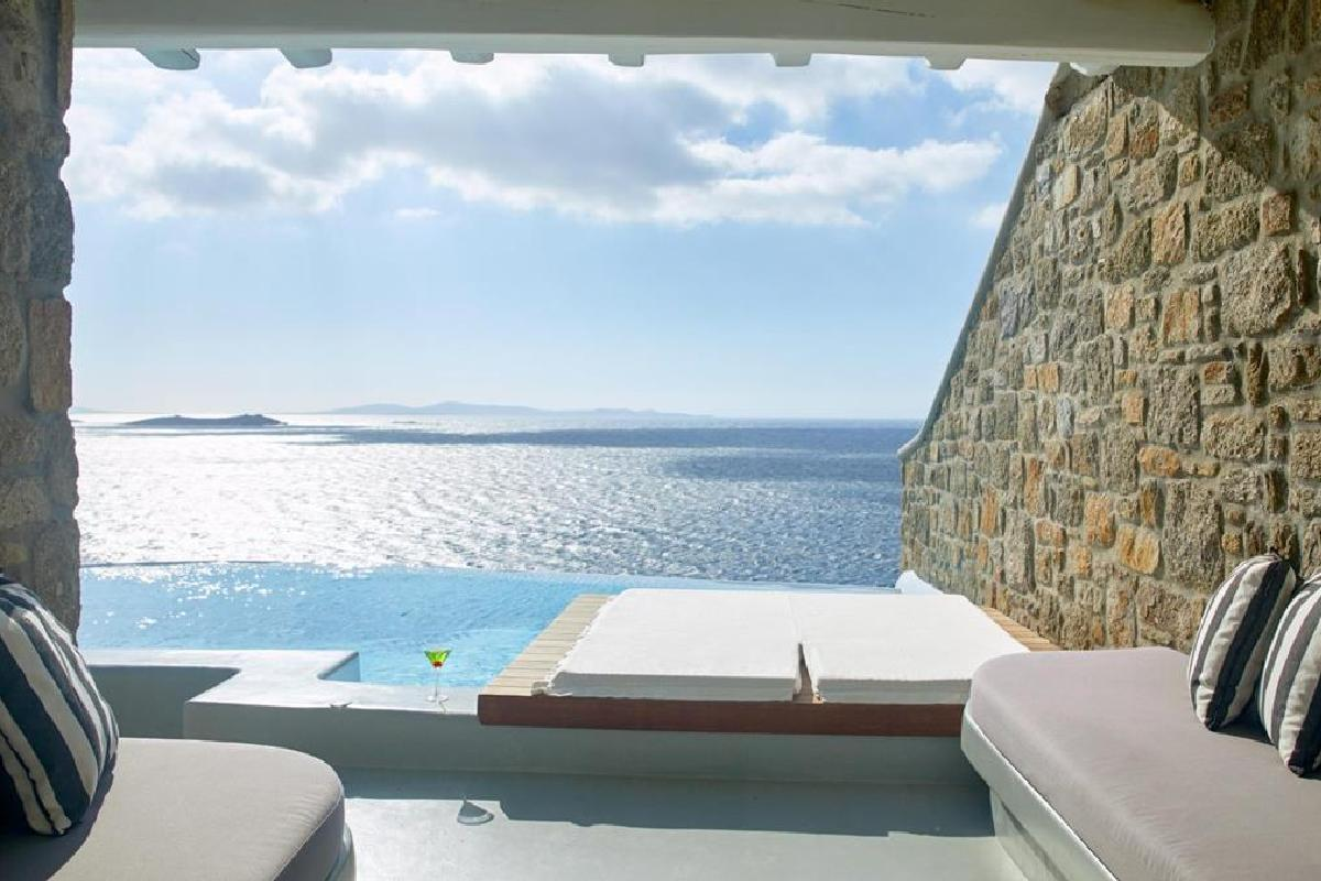 Cavo Tagoo – Honeymoon Suite with Pool