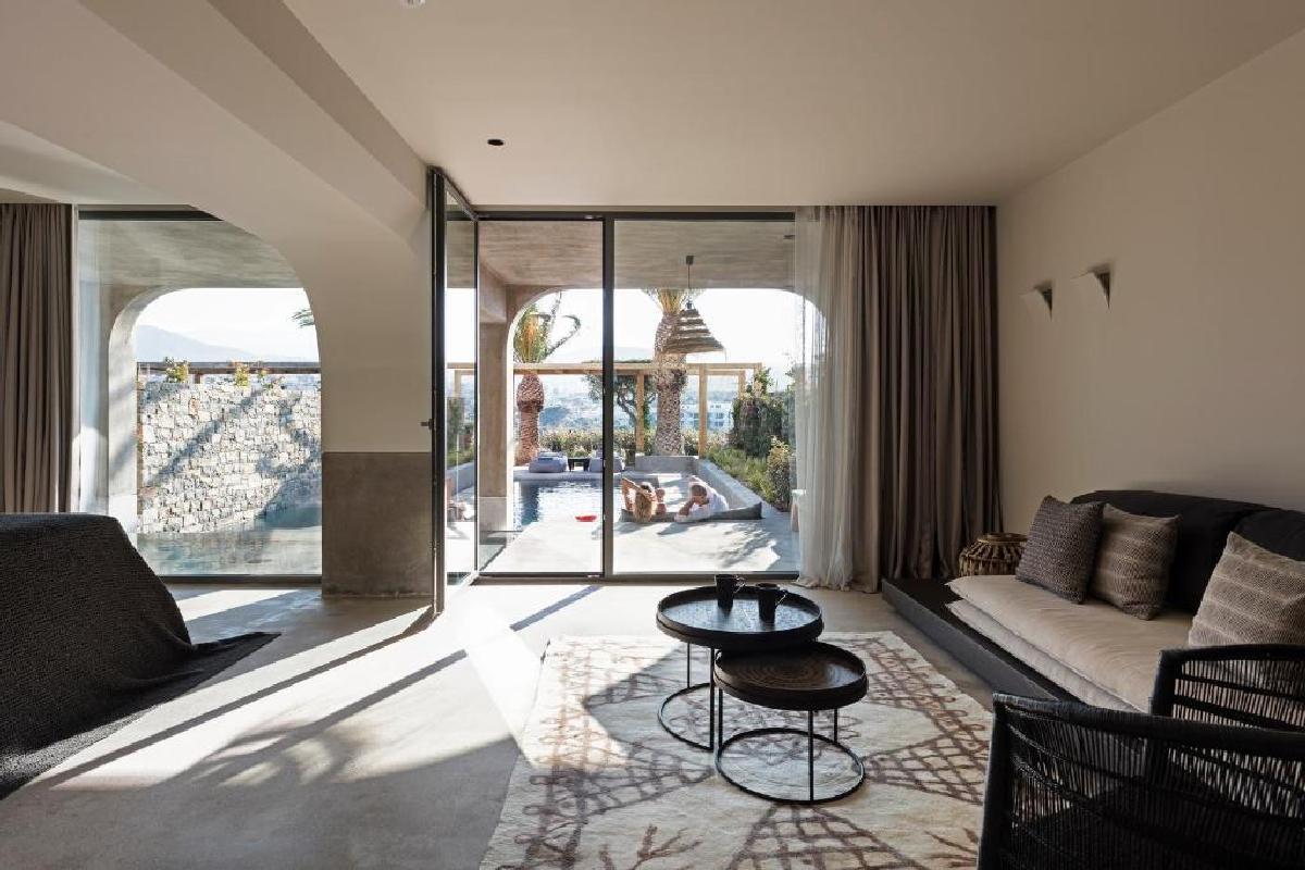Minos Palace – Premium Suite Waterfall