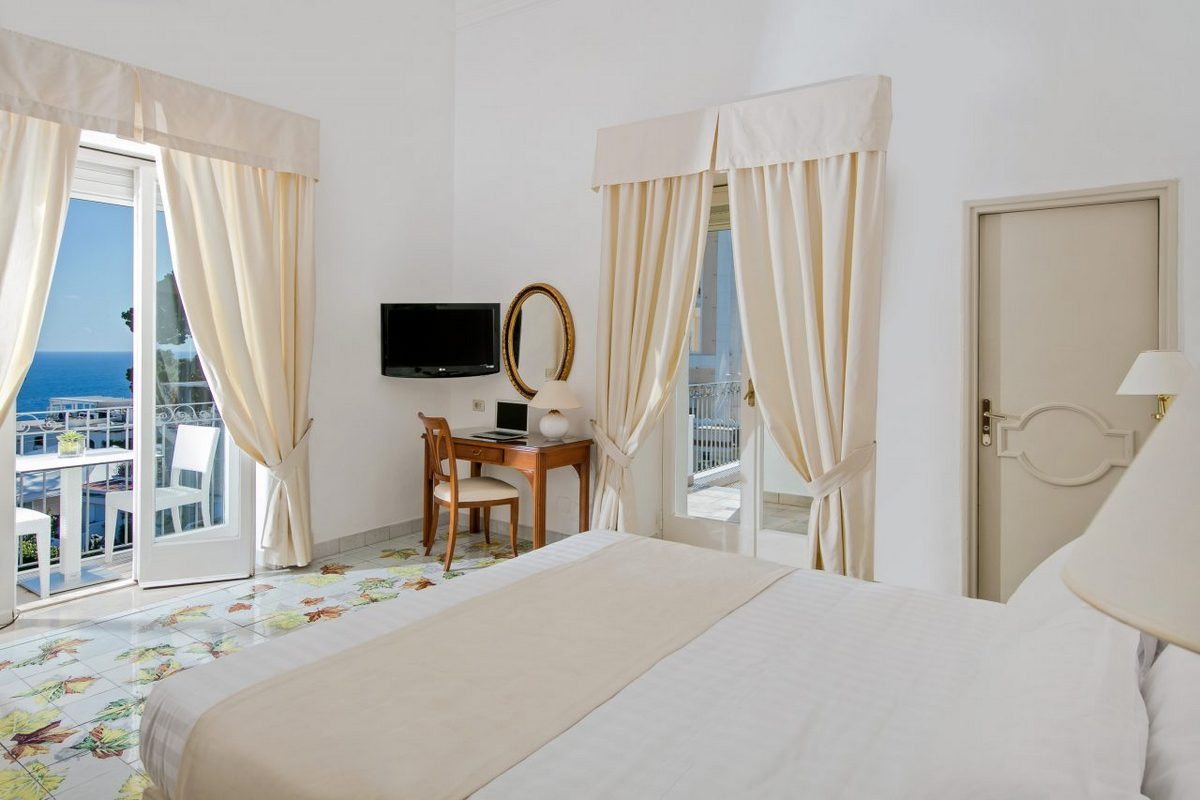 Syrene – Sea View Room with Balcony