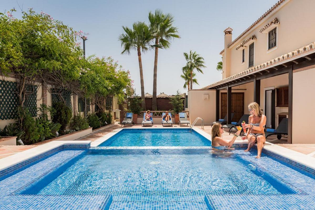 The Residence by theBeach House Marbella – Basen