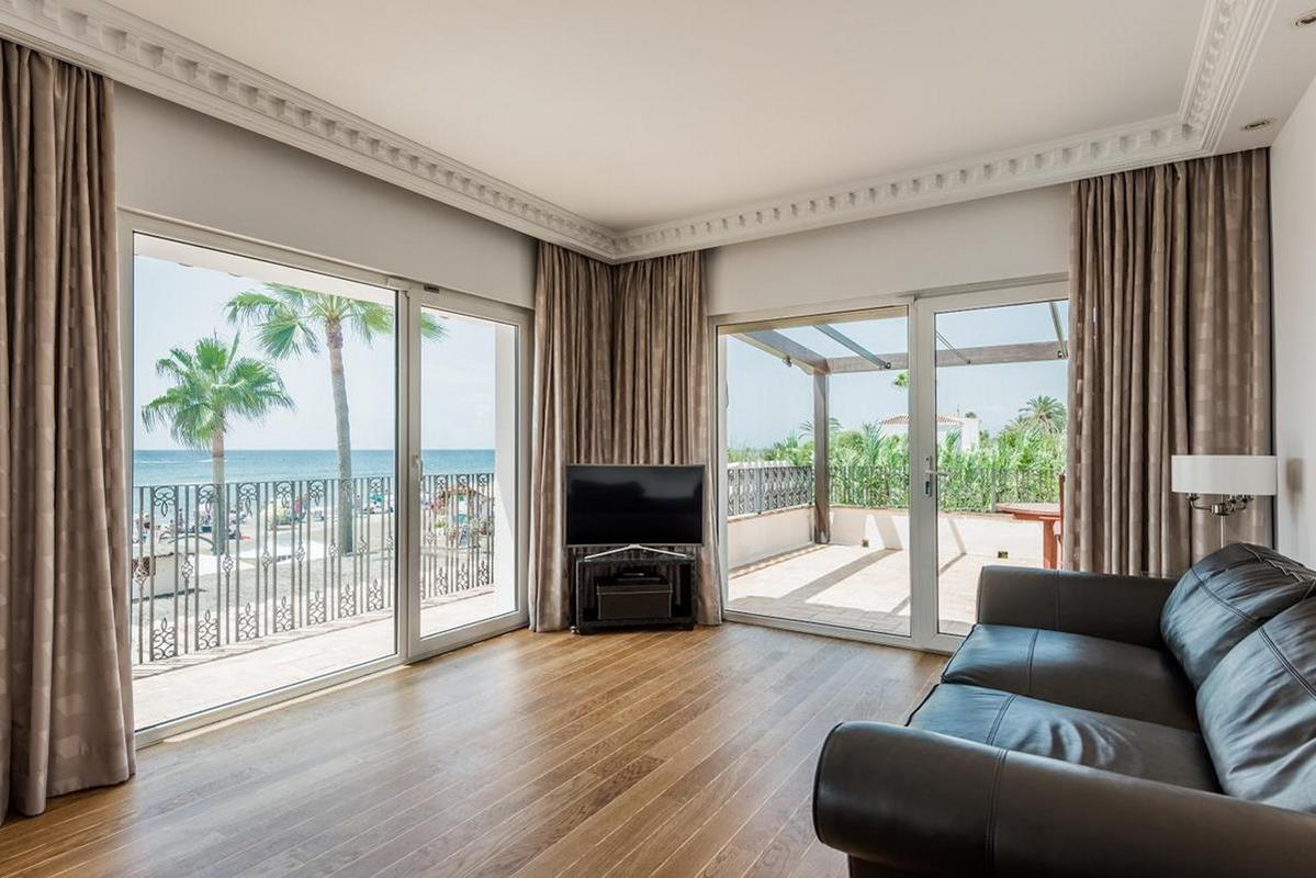 The Residence by theBeach House Marbella – Master Suite