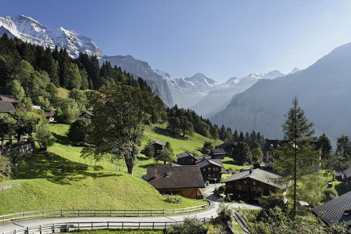 Alpenrose Wengen – Widok z hotelu na szczyty Alp Berneńskich