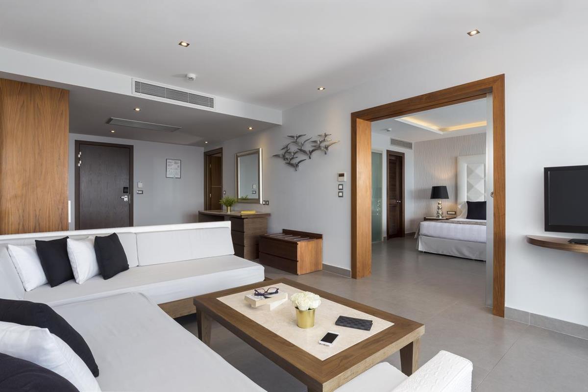 Boutique 5 – Executive Suite z prywatnym basenem i widokiem na morze