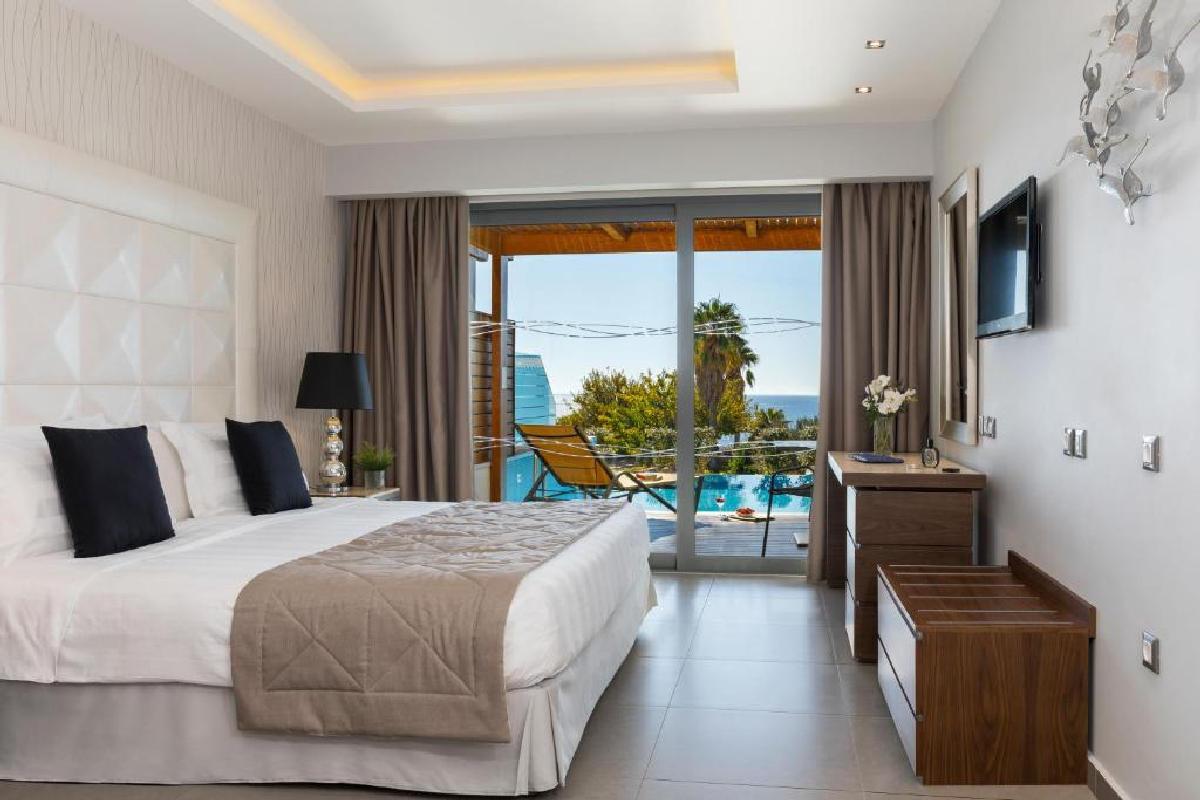 Boutique 5 – Junior Suite z prywatnym basenem i częściowym widokiem na morze