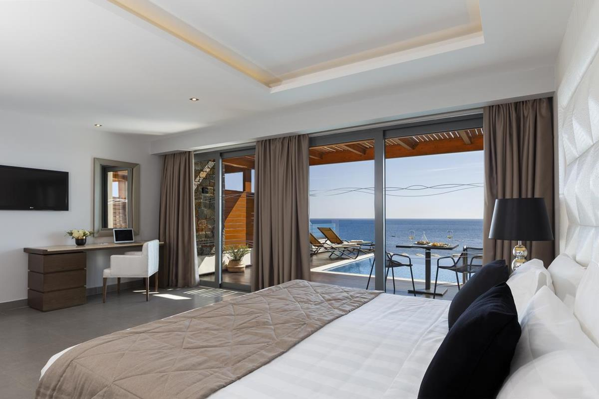 Boutique 5 – Mediterranean Suite z prywatnym basenem i widokiem na morze