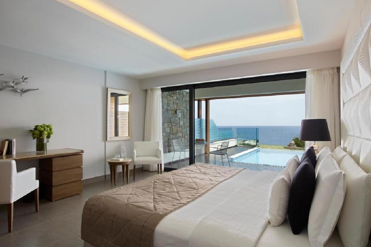 Boutique 5 – Superior Junior Suite Upper Floor z prywatnym basenem i widokiem na morze