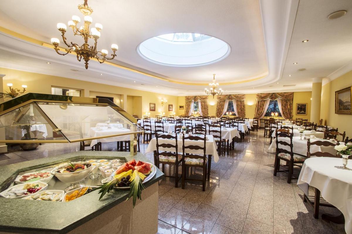 International au Lac Historic Lakeside Hotel – Restauracja